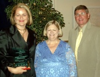 Penny Deligiannis (left) accepts ICCTA's 2008 Distinguished<br>Alumnus Award from ICCTA president Kathy Wessel and Illinois Community College Board chair Guy Alongi.